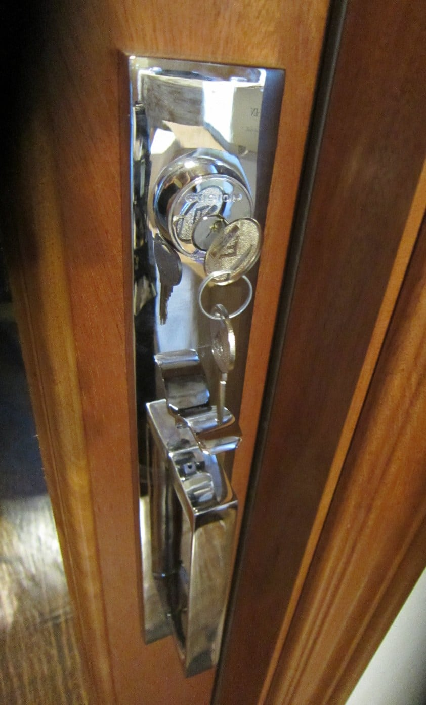 Vantage Handle set in polished chrome Texas Home Wine Cellar