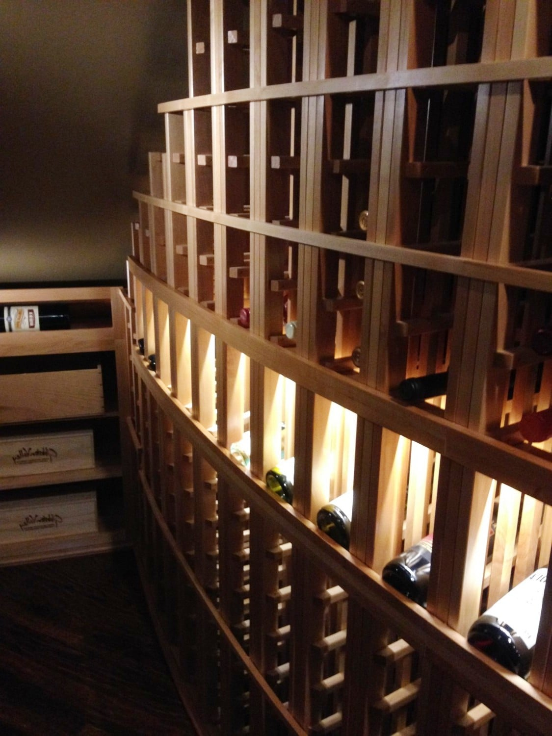Texas Racking Design Curved Racks with Led Lighted Wine Cellar Display